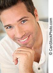 portrait, homme souriant, beau