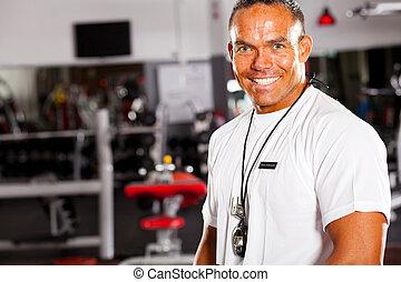 portrait, instructeur gymnase, mâle, heureux