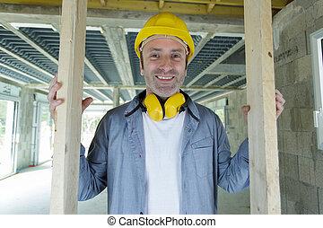 portrait, intérieur, charpentier, construction, chantier