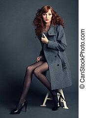 portrait, jeune, manteau, femme, automne