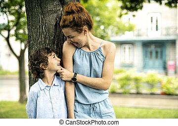 portrait, mère, parc, heureux, fils