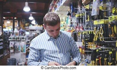 portrait, magasin, achat, matériel, mâle, marchandises