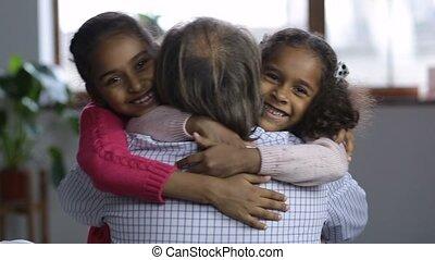 portrait, mignon, embrasser, papy, granchildren