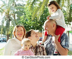 portrait, multigeneration, famille heureuse