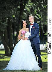 portrait, nouveaux mariés, fond, heureux