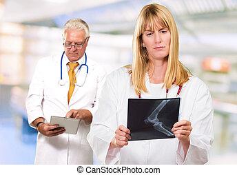 portrait, occupé, deux, médecins