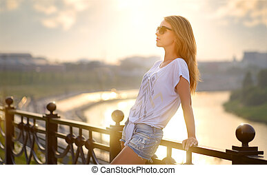 Portrait of a beautiful fashion girl in sunglasses
