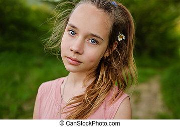teen girl outdoor.