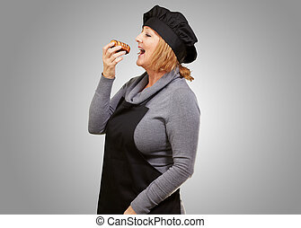 Portrait of a woman having doughnut