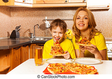 Portrait of boy and mother ready to eat pizza - Happy boy ...