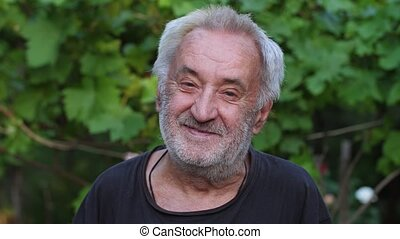 Portrait of cheerful rural man - Portrait of smiling old man