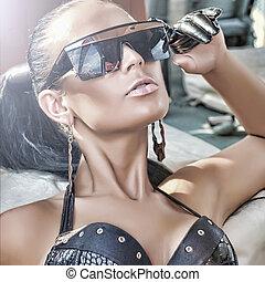Portrait of fashionable lady wearing sunglasses