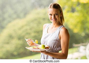 pretty woman eating breakfast