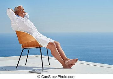 senior man sitting outside - Portrait of senior man sitting ...