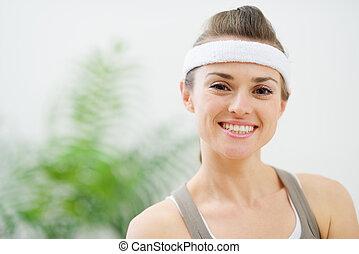Portrait of smiling woman in sportswear