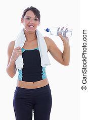 Portrait of woman in sportswear drinking water