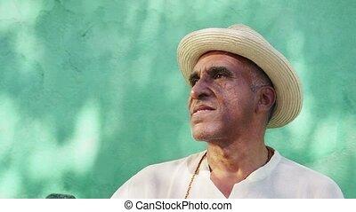 portrait, personne âgée homme, sourire heureux