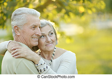 portrait, personne agee, automne, couple, parc, sourire