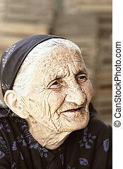 portrait, personne agee, extérieur, songeur