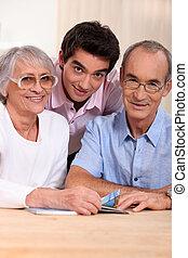 portrait, petit-fils, grands-parents