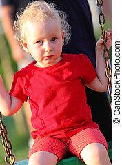 portrait, petite fille, balançoire