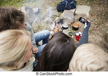 portrait, prendre, amis, soi, camping