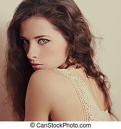 portrait, séduisant, jeune, vendange, posing., femme closeup, beau