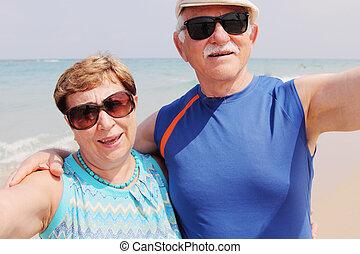 portrait, selfie, couple, plage, personne agee