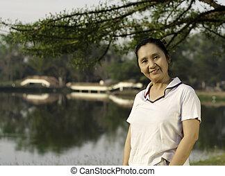 Portrait smiling woman outdoors