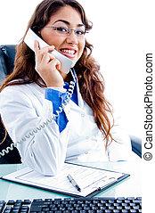 portrait, téléphone, monde médical, occupé, professionnel