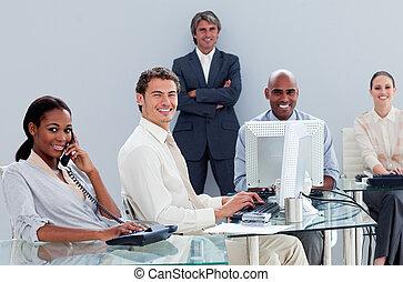 portrait, travail, multi-ethnique, equipe affaires