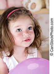 portraite little girl looking up