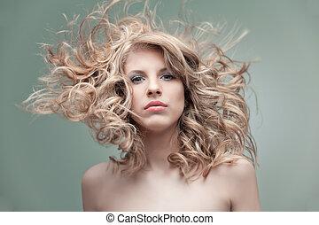 portret, blondynka, fason, kędzierzawy