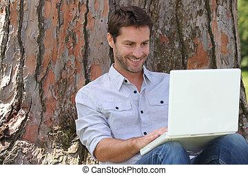 portret, laptop, człowiek