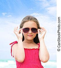 portret, mały, plaża, sunglasses, dziewczyna
