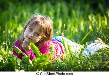 portret, mały, trawa, outdoors., dziewczyna