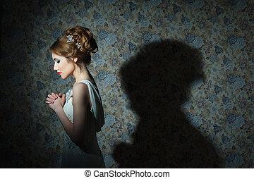 portret, od, młody, piękny, dziewczyna, z, falisty włos, fason, fotografia