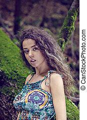portret, od, niejaki, piękna kobieta, z, kędzierzawy włos, w, natura