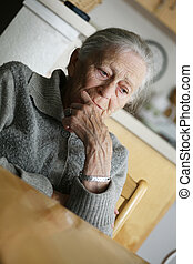 portret, od, niejaki, starsza kobieta, indoors.