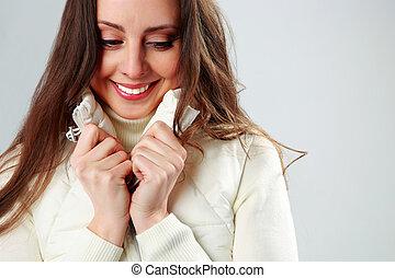 portret, od, niejaki, uśmiechnięta kobieta, na, szare tło
