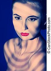 portret, od, niejaki, uroczy, młoda kobieta, na, ciemny, tło., lekki, i, shadow.