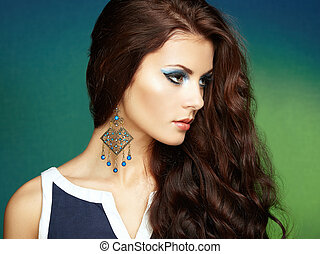 portret, od, piękny, brunetka, kobieta, z, earring., doskonały, makeup., fason, fotografia