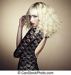 portret, od, piękny, młody, blondynka, dziewczyna, w, czarny...