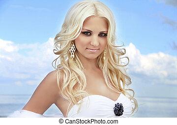 portret, od, pociągający, blond, kobieta, z, włosiany styl