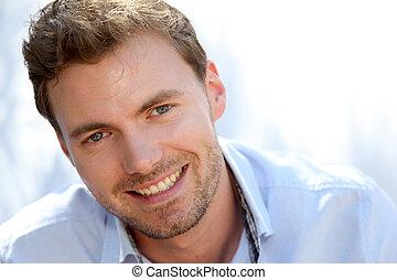 portret, od, przystojny, człowiek, z, błękitna koszula