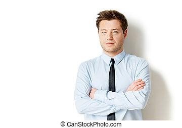 portret, od, success., przystojny, młody mężczyzna, w, formalwear, aparat fotograficzny przeglądnięcia, i, keeping, herb krzyżował, znowu, reputacja, odizolowany, na białym
