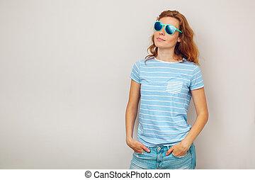 portret, szczęśliwa kobieta, młody, sunglasses.