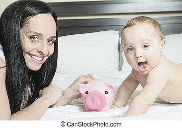 portret, szczęśliwy, młoda rodzina, moneybox