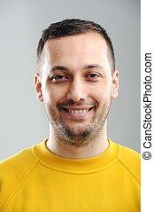 portret, uśmiechanie się, młody mężczyzna