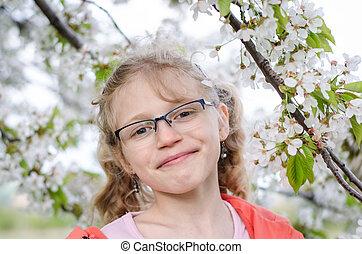 portret van meisje, onder, bloemen